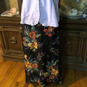 Sag Harbor lined skirt with 4 side buttons SZ MED